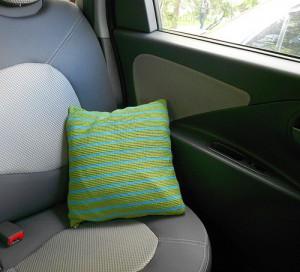 подушка в машину крючком