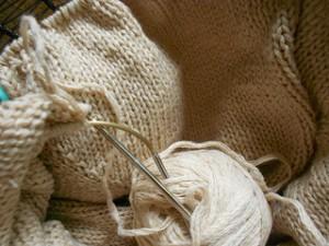 вязание из белой пряжи