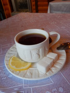 вязаная чашка и блюдце