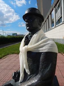 скульптура доктора Ватсона в шали