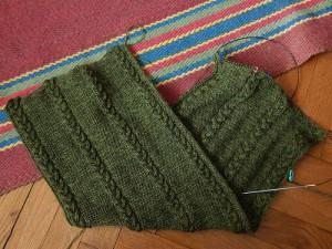 зеленый шарф с косами