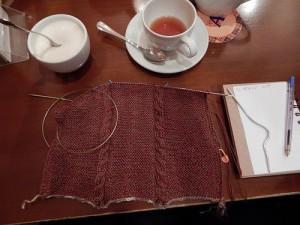 начало шарфа с двусторонними жгутами