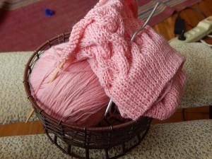 розовый клубок в кошелке