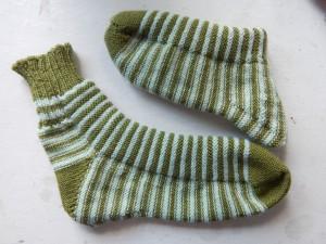 полосатые носки с изнанки