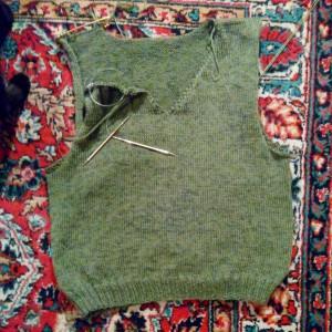 зелёная безрукавка