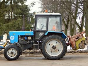 собака в тракторе