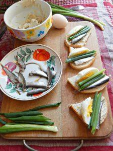 бутерброды с килькой и килечным маслом, рецепт из Книги о вкусной и здоровой пище | horoshogromko.ru