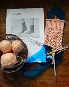 Ажурные вязаные носки Sarang, процесс | horoshogromko.ru