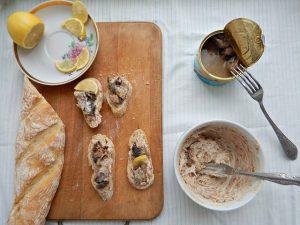 бутерброд с сардинами и лимончиком из КВЗП