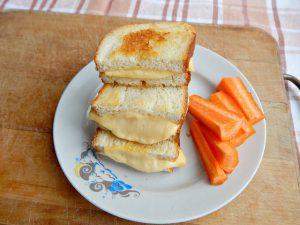 Закрытые бутерброды по рецепту из Книги о вкусной и здоровой пище | HoroshoGromko.ru