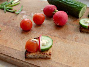 Канапе с помидорами и огурцами, рецепт из Книги о вкусной и здоровой пище, пошаговые фотографии | HoroshoGromko.ru
