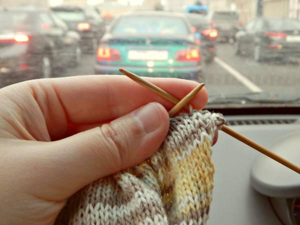 вязание в пробке и сумка на тарелке