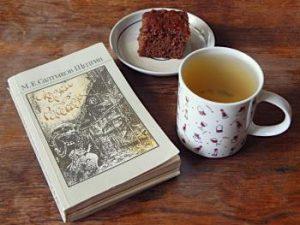 Сказки и рассказы Салтыкова-Щедрина и имбирный кекс с чаем